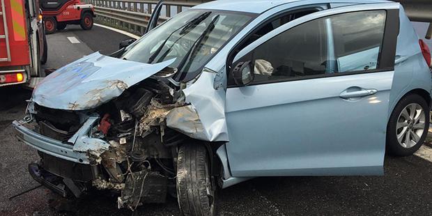Auto si schianta sulle barriere dell 39 a18 un ferito a letojanni foto - Incidente giardini naxos oggi ...